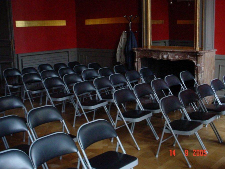 Location de chaise pliante assise et dossier en ska noir for Buro rent garges les gonesse